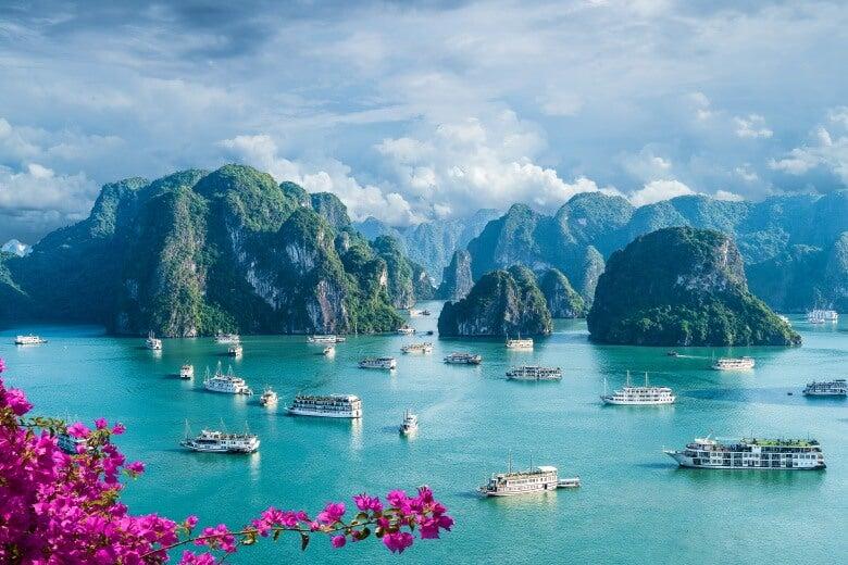 a view of Hạ Long Bay, Vietnam