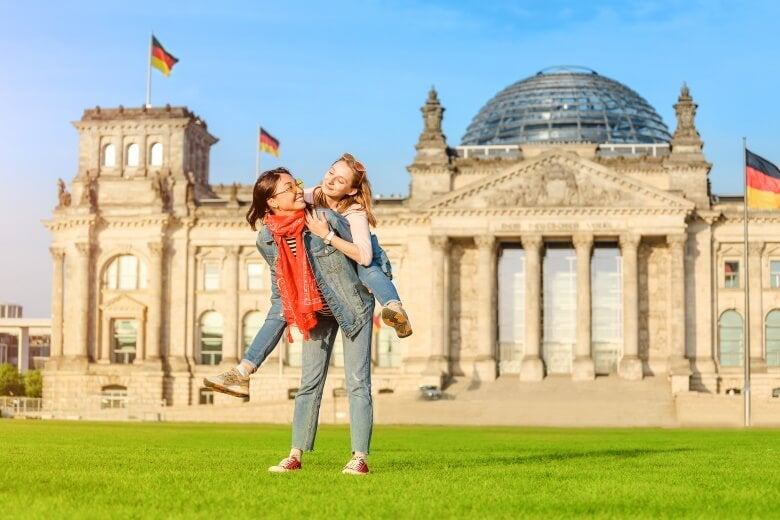 a couple having fun outside the Bundestag